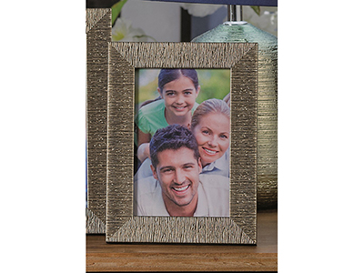 art-decor/other-frames/embossed-mettalic-frame-4-assorted-colours-13-x-18-cm