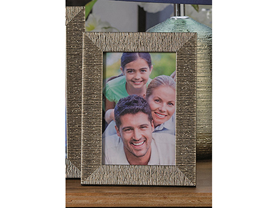 art-decor/other-frames/embossed-mettalic-frame-4-assorted-colours-15-x-20-cm
